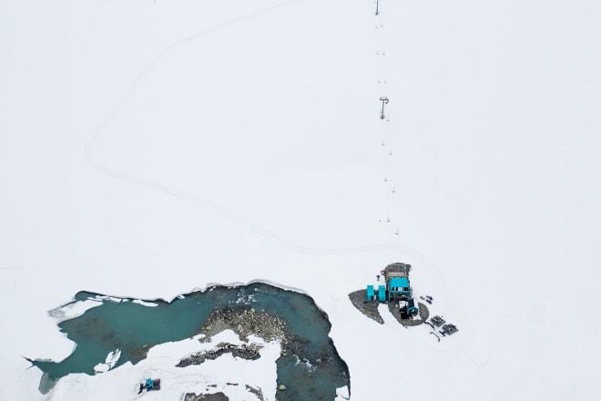 ALT KLART: Skisenteret på Tystigbreen er klart for åpning. Dette bildet er fra sist lørdag. Foto: Emil Eriksson