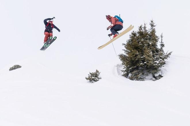 BESTEKAMERATER: Øystein (til venstre) og Henrik sammen i lufta i Alpene. Foto: Christian Nerdrum