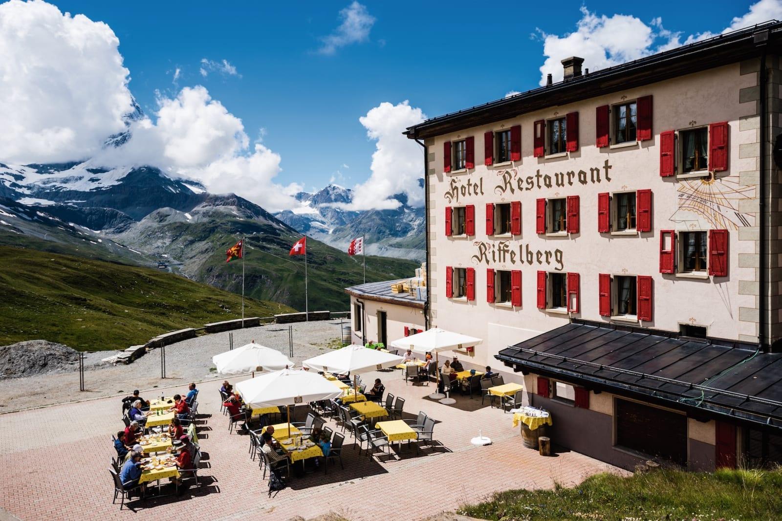 HOTELL: Anrika Hotel Riffelberg i Zermatt, vakkert beliggende med utsikt mot Matterhorn. De byttet nylig navn til opphavsnavnet Riffelhaus.