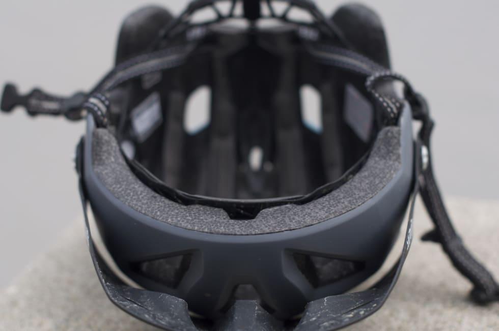 EKSPONERT:Skummet i hjelmen er ikke dekket av skall på undersiden
