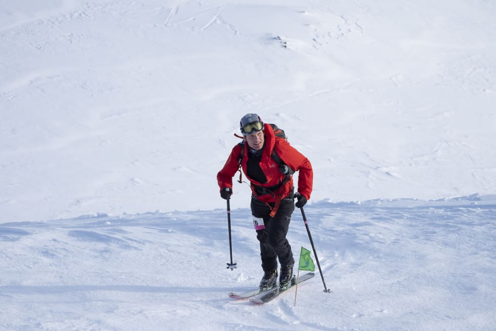 Hallvard Schjølberg på vei mot seier i Lofoten Skimo 2019. Foto: Kristin Folsland Olsen