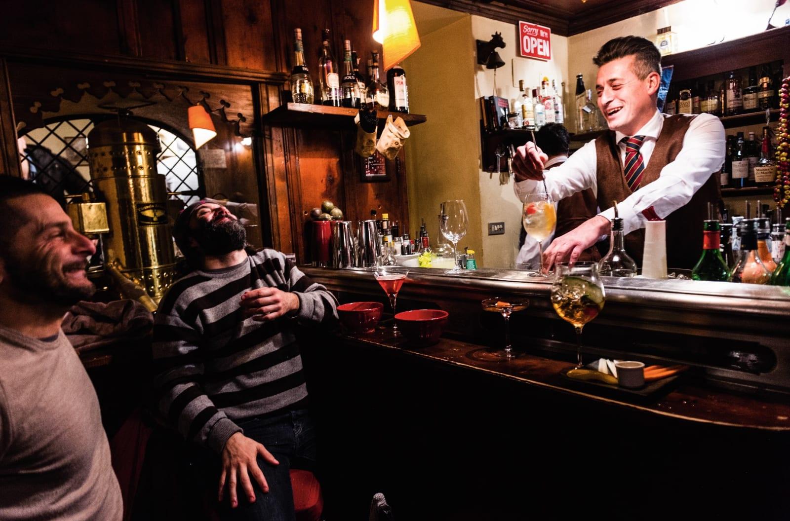 BAR: Privé er en trivelig cocktailbar i Courmayeur. Gode drinkar och koselig atmosfære