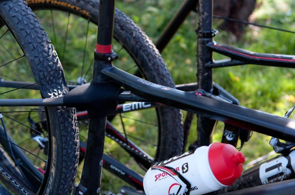 PROTOTYPE: Ralph Näf syklet sprinten på denne sykkelen. Noe skjuler seg under neoprensokken og setestagene er veldig tynne.