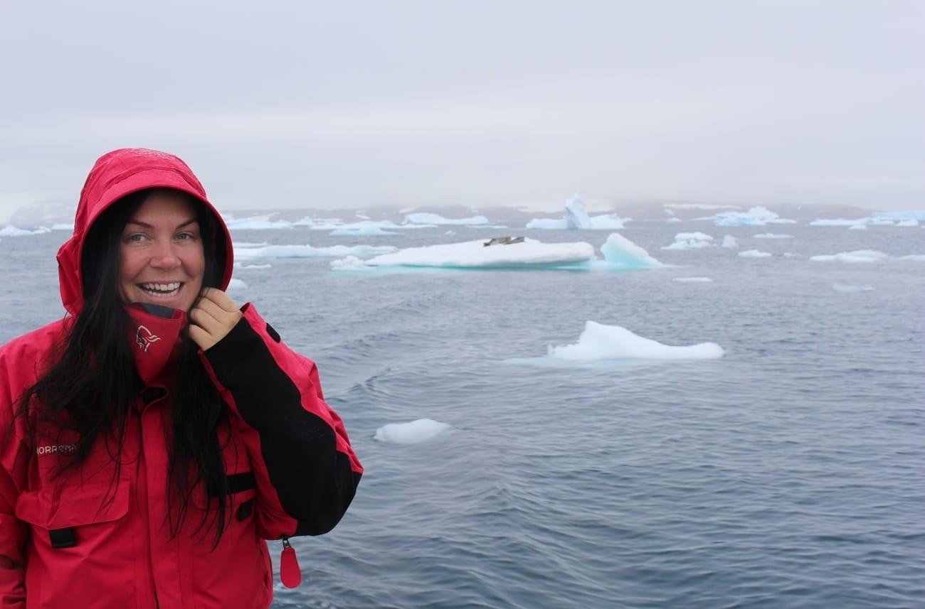 Therese Moe Øye på vei over Grønland.