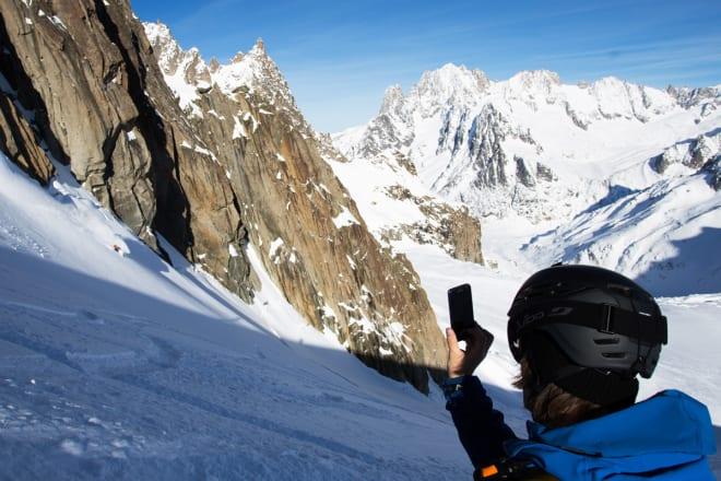 INSTAGRAM: Trygve sørger for å forevige Stian idet han setter en lekker sving i deilig snø på Vallee Blanche. Dette er på vei ned den klassiske offpistruta – kjent som verdens lengste, heisbaserte offpisttur – før vi startet oppstigninga mot Brèche Puiseux lenger ned.