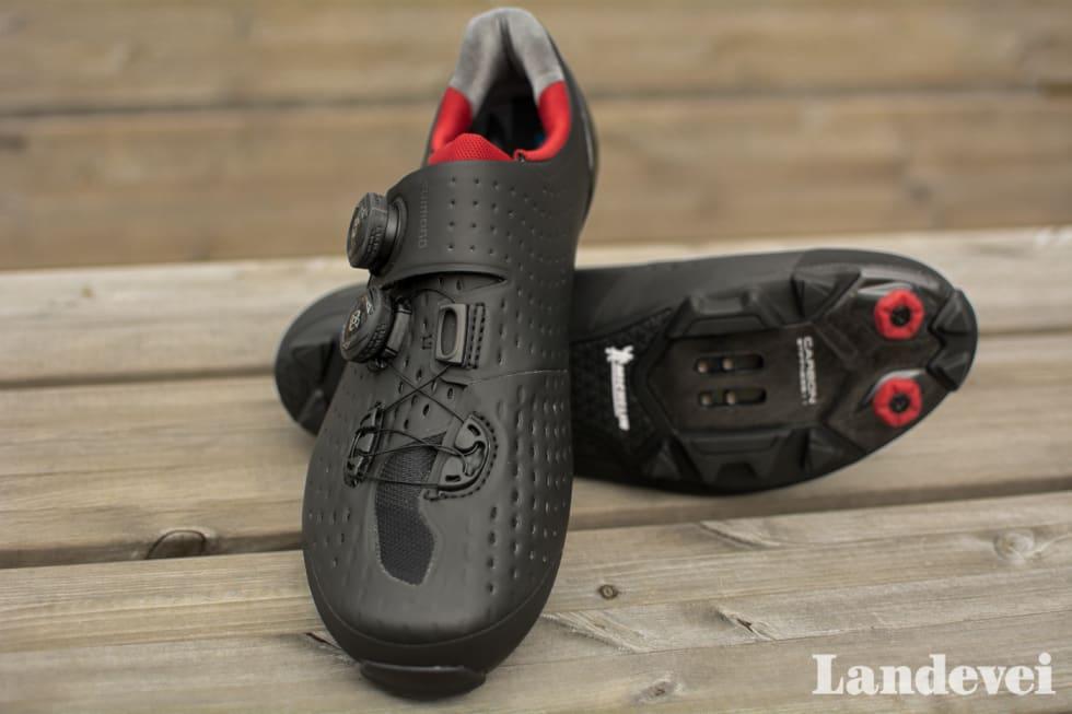 TUPP: Tuppene på skoene har et lag med motstandsdyktig hardgummi som forhindrer slitasje på selve skoene. Foto: Marcus Liebold.