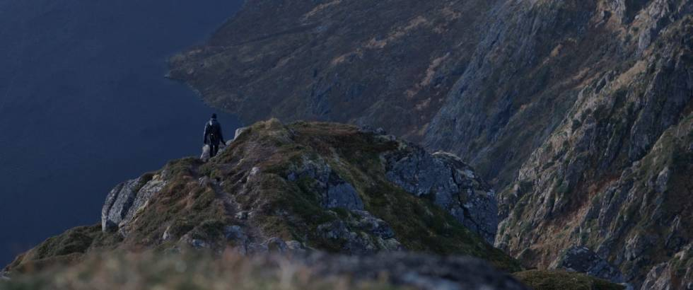 Magnus Eliassen på fjelltur i Lofoten. Foto: Fenomen Film