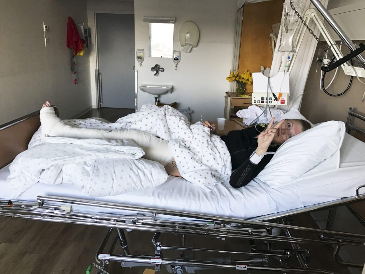PÅ VEI TILBAKE: For artikkelforfatteren endte turen på sykehus. Hun er tilbake i full jobb og holder på med opptrening for å komme tilbake på ski.