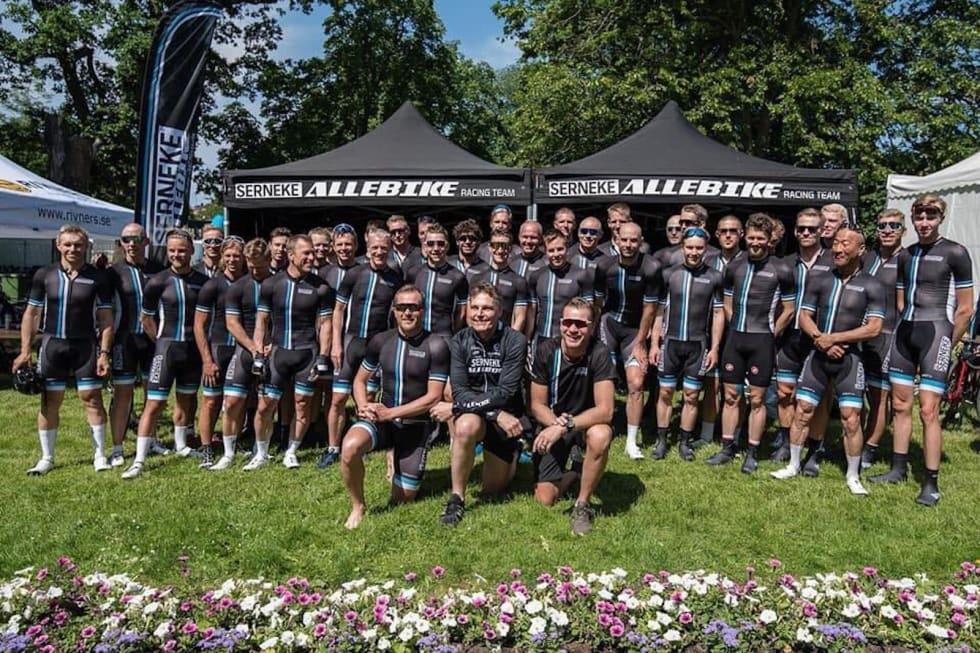 VINNERE: Det svenske prosjektlaget Serneke Allebike Racing Team vant Vätternrundan 2019. Foto: Serneke Allebike Racing Team