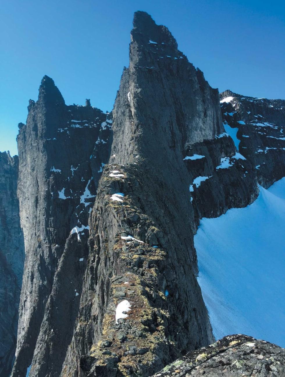 KLASSISK: Nordøsteggen opp til Store Trolltind (1788 moh) er bare helt rå! Foto: Erik Neergaard