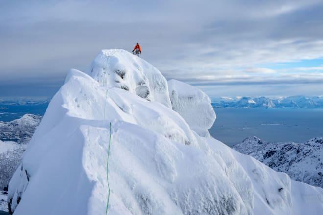 PÅ TOPPEN: Rulten er et temmelig dramatisk fjell! Foto: Signar André Nilsen