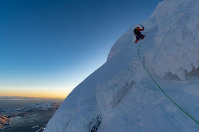 KREVENDE: Det er ingen enkel vei til topps på Rulten. Foto: Signar André Nilsen