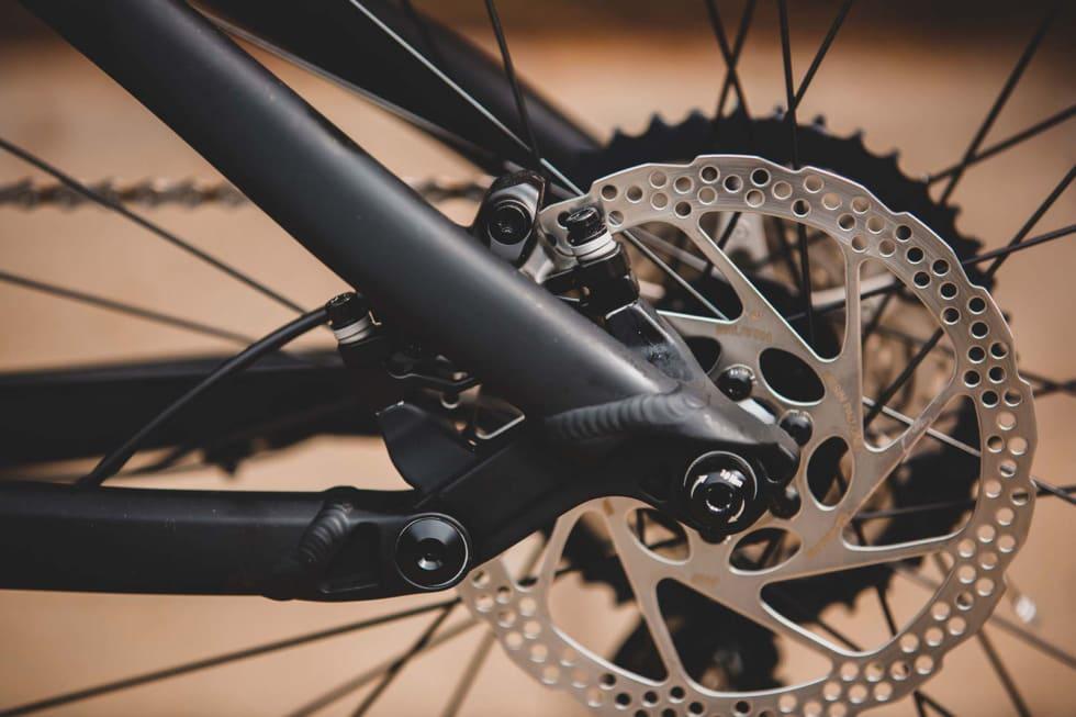 EFFEKTIVT: Bakhjulsopphenget på Gekko-sykkelen  fortjener en bedre gaffel.