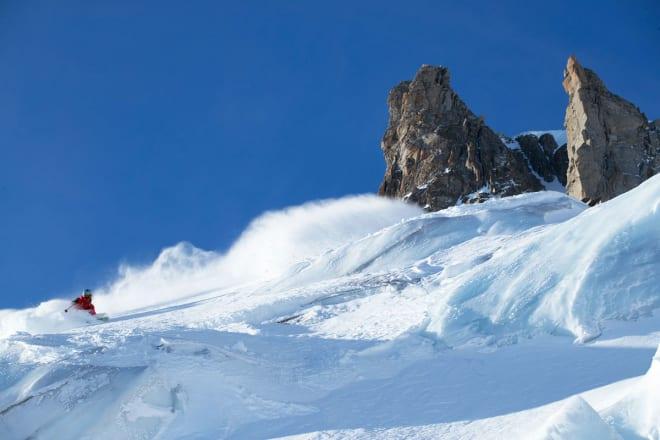 KOMPLEKS: Chamonix er infisert med stupbratte fjell, isbrear og store område med djup og urørt snø – særleg viss du har toppturutstyr. Nettopp derfor bor Sian Hagen der. Foto: Adam Clark