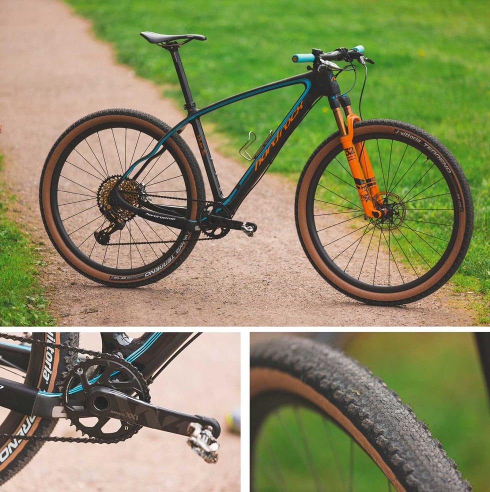 TESTOPPSETT: Vi testet også om Birkensykkelen gikk fortere med smalere dekk. Wattmåler-pedaler fra Assioma gav oss objektive tall.