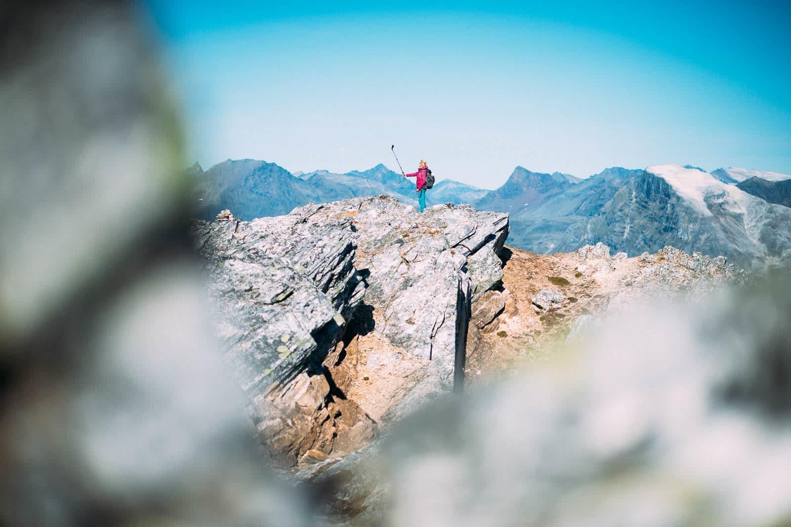 Fint for fjellfies: Samme hvor du snur deg fra toppen på Fugltinden får du flott postkortsbakgrunn til selvportrettene.