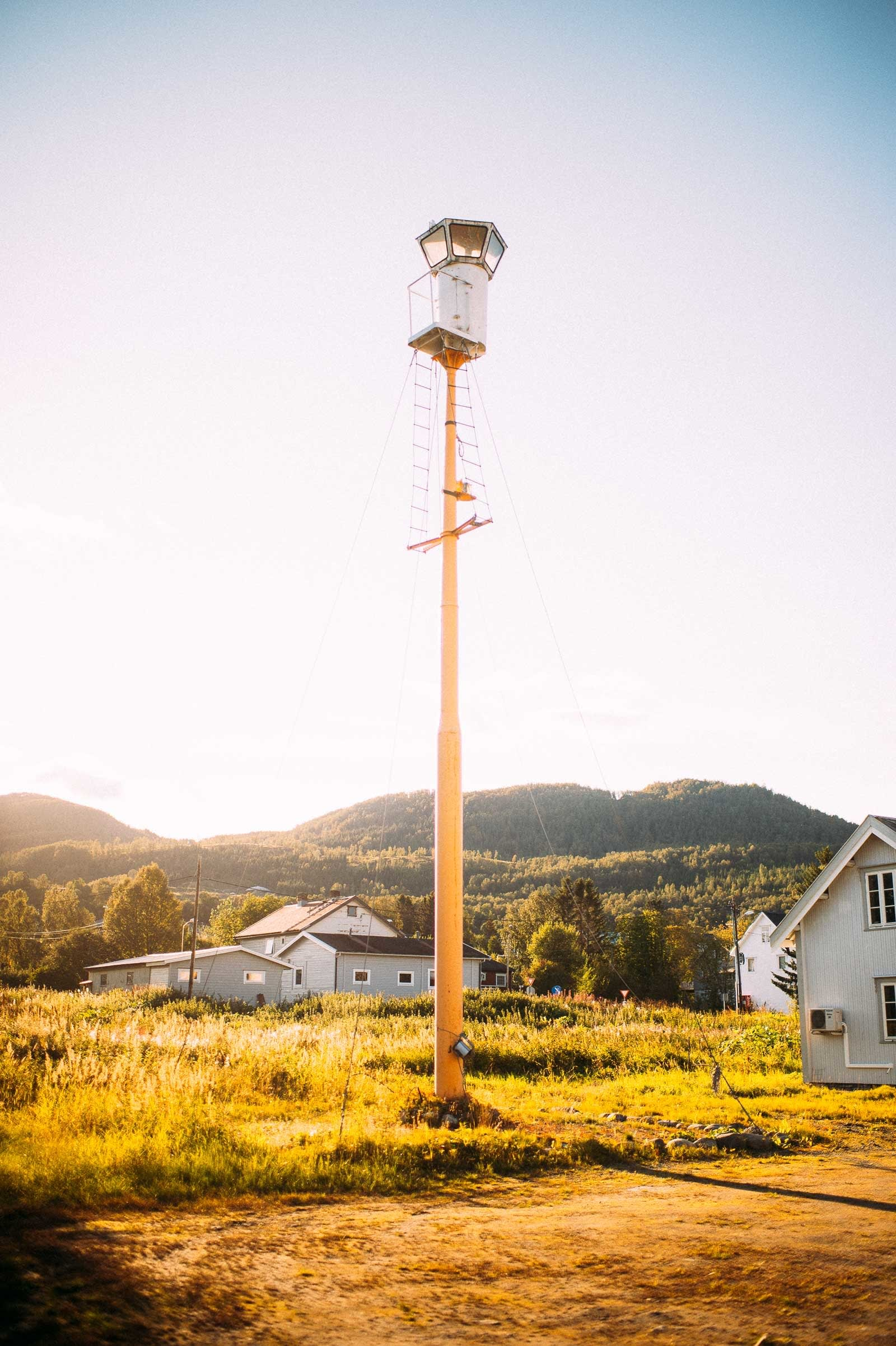 Utsikt: Riktignok en del av en utstilling i Storsteinnes, som er det nærmeste tettstedet fra Fugltinden.