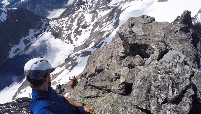 NESTEN OPPE: Ingvild på vei opp den siste biten til standplassen på toppunktet. Foto: Tore Meirik