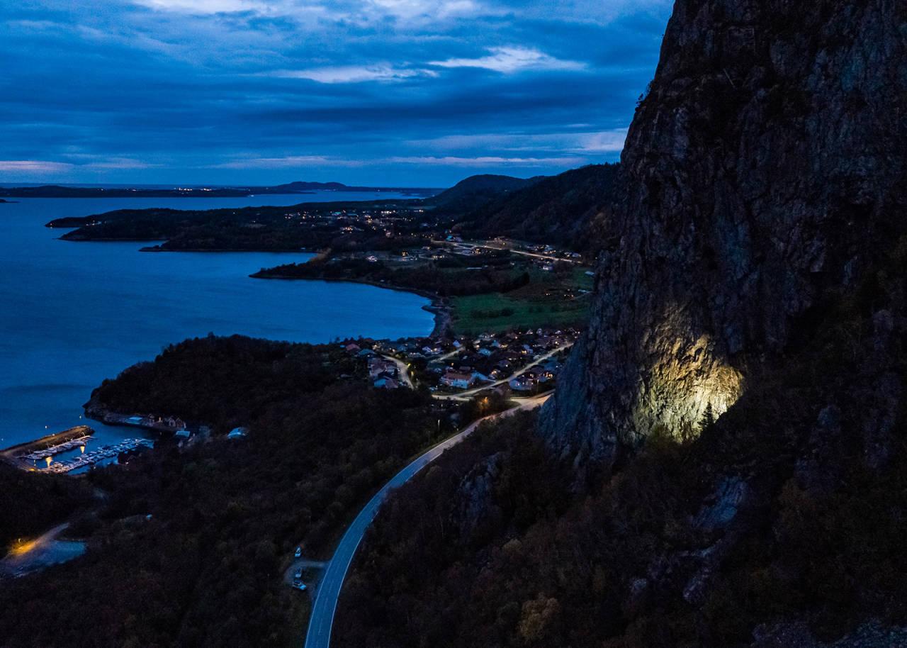 DRONE: En stor hule med et lite, men kraftig lys. Foto: Terje Aamodt