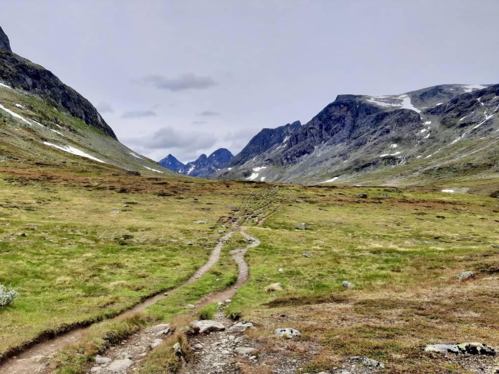 Svartdalen, Knutsholstindtraversen