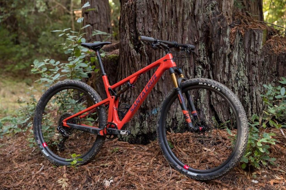 KALIFORNSK RITTMASKIN: Nye Santa Cruz Blur er en konkurransedyktig rittfulldemper med 29er-hjul og moderne geometri.