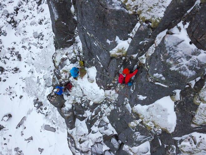 VEGETASJON: Fin klatring på vinterfast fjell og fin mose. Foto:; Signar André NIlsen