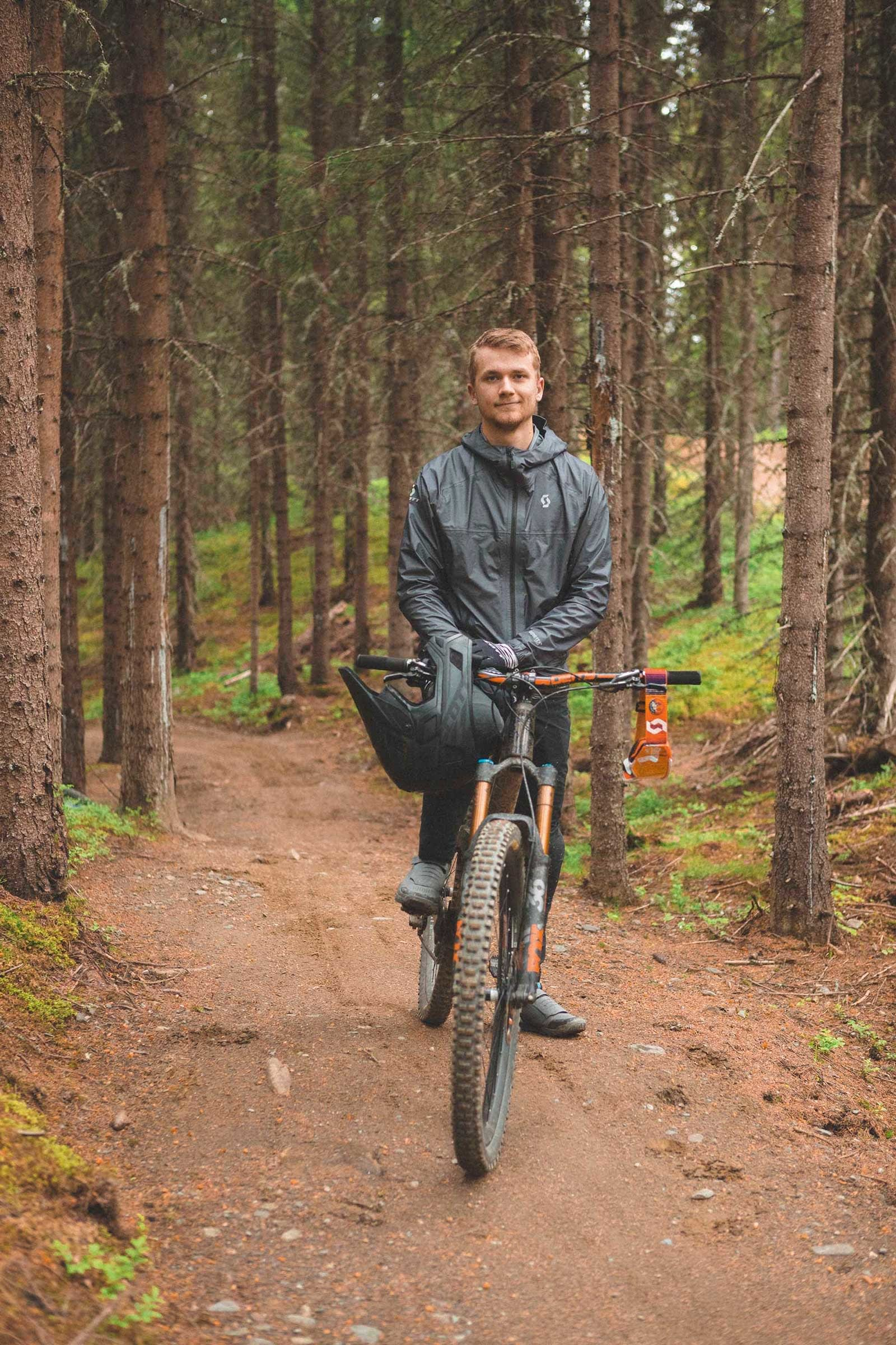 UTFORSYKLISTEN: Det kryr ikke av anlegg hvor utforsyklister kan trene. Simen Smestad setter stor pris på tilbudet i Hafjell Bike Park.