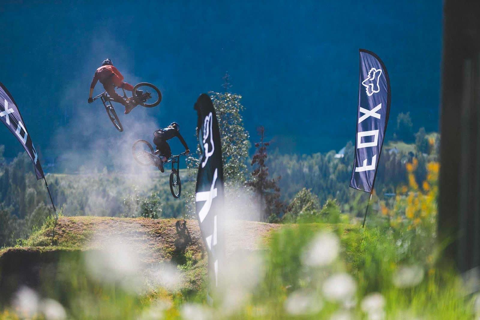 SIDEVEIS: Åpningshelgen ble det arrangert whip-off-konkurranse. Det går kort fortalt ut på å få sykkelen så sideveis som mulig i lufta før man retter opp og lander igjen.