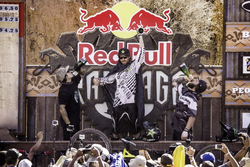 PALLEN: Andreu Lacondeguy, Kort Sorge og Graham Agassiz tok 2. 1. og 3. plass i årets Red Bull Rampage. Dave Treml / Red Bull Content Pool