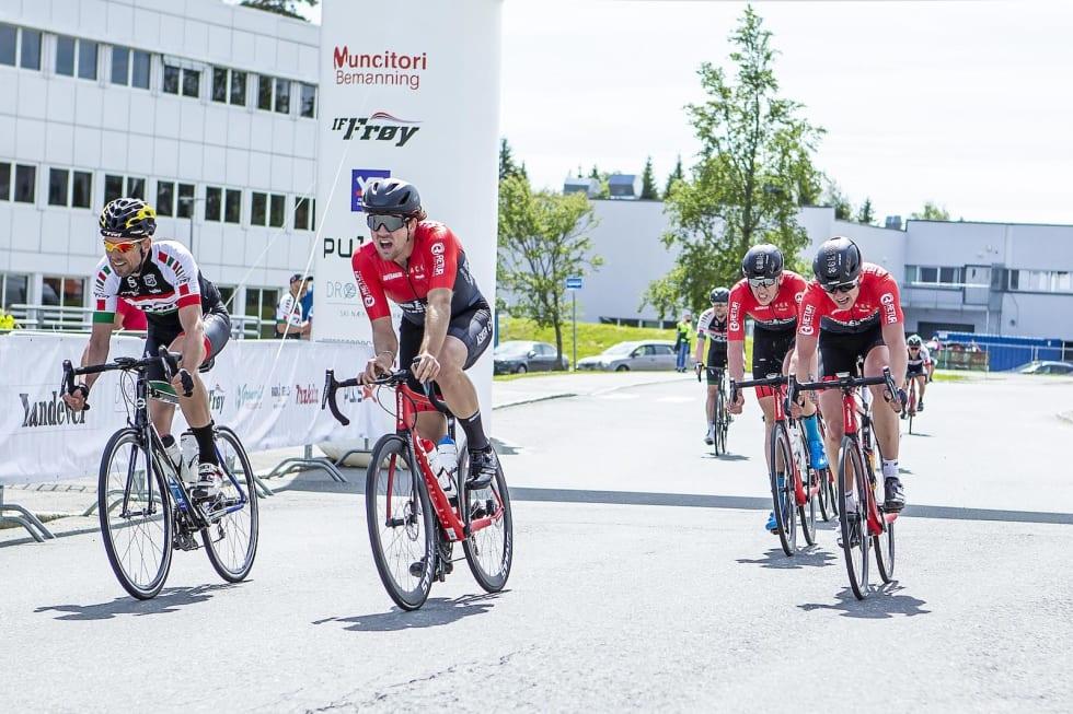 Asker på vei over streken til seier. Foto. Pål Westgaard