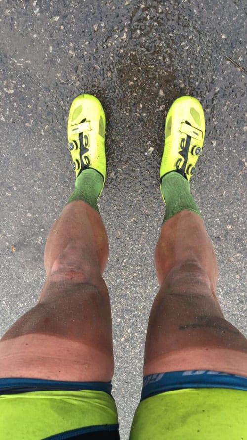 SKITTEN GUTT: Slik ser mann ut etter over 150km i pøsregn.