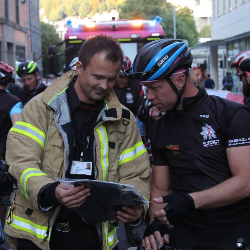 Ketil Tærum - Tommy Kristoffersen til venstre - Brannmenn mot kreft 1200x1200