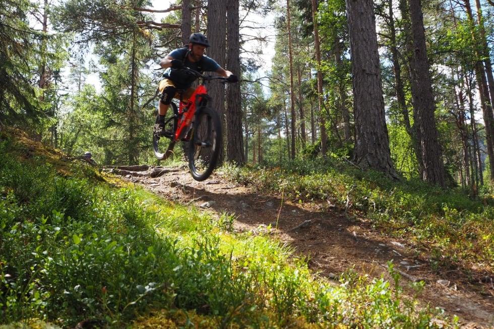 Utfor fra Skistua - Urørt ski- og sykkeleventyr 1400x933