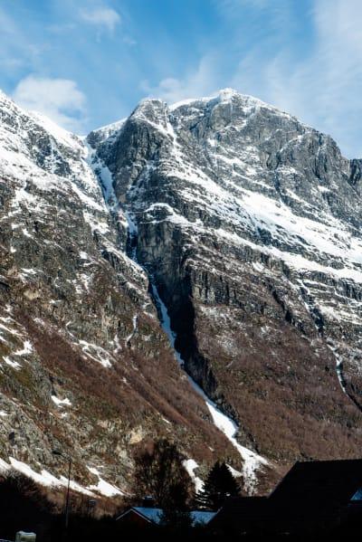 GODKJENT RENNE: Turen fra Furunebba og ned til Sunndalen via Furuveita er på over 1500 høydemeter, og 1400 av disse er i renna. Foto: Martin Innerdal Dalen