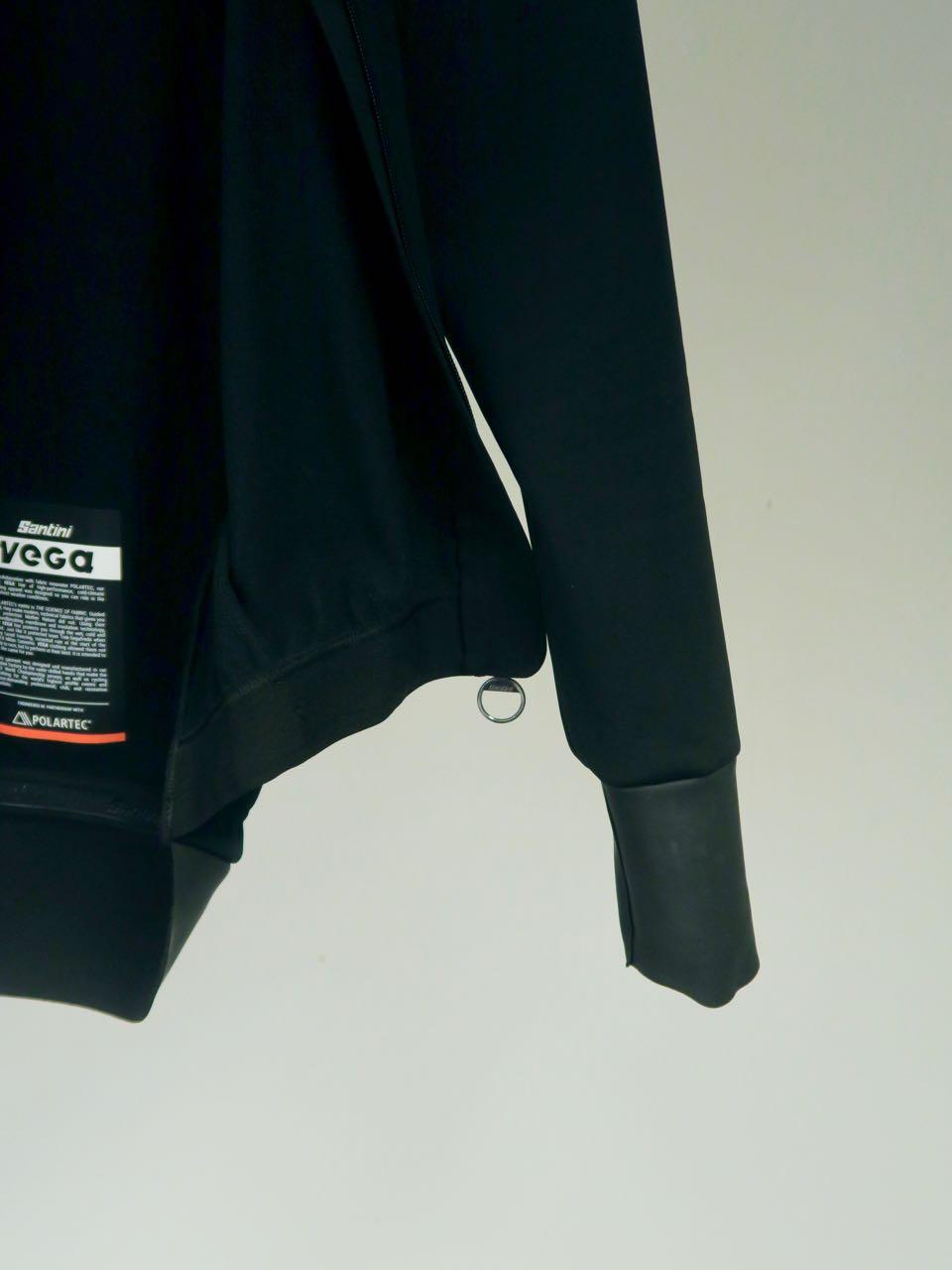 TRANG: Mansjetten er helt uten borrelås eller strikk, kun stramt gummilignende materiale.