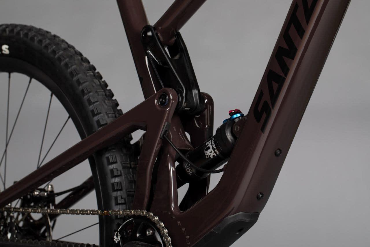 VPP-OPPHENG: De nye syklene til Santa Cruz har bakdemperen festet mellom nedre vippelink og underrøret.