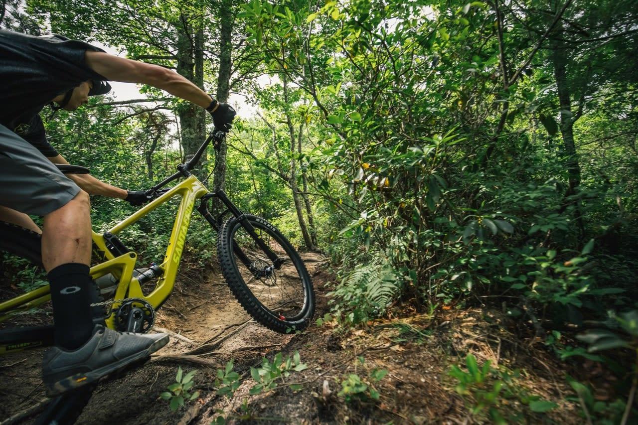 TIL STILEK: Santa Cruz Tallboy er en sykkel som kan sykles både hardt og fort, uten at du trenger hjelp av gravitasjonen.