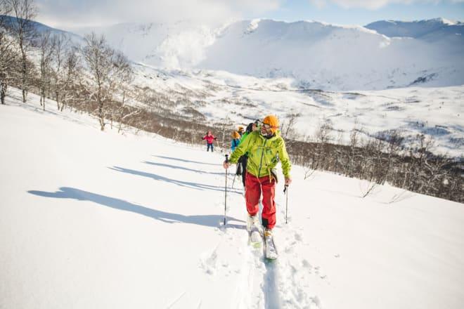 I FRONT: Guide Sigurd Felde leder an. Foto: Line Hårklau