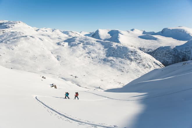FINE OMGIVELSER: Lite å utsette på utsikt og skiterreng rundt Jølstravatnet. Foto: Line Hårklau