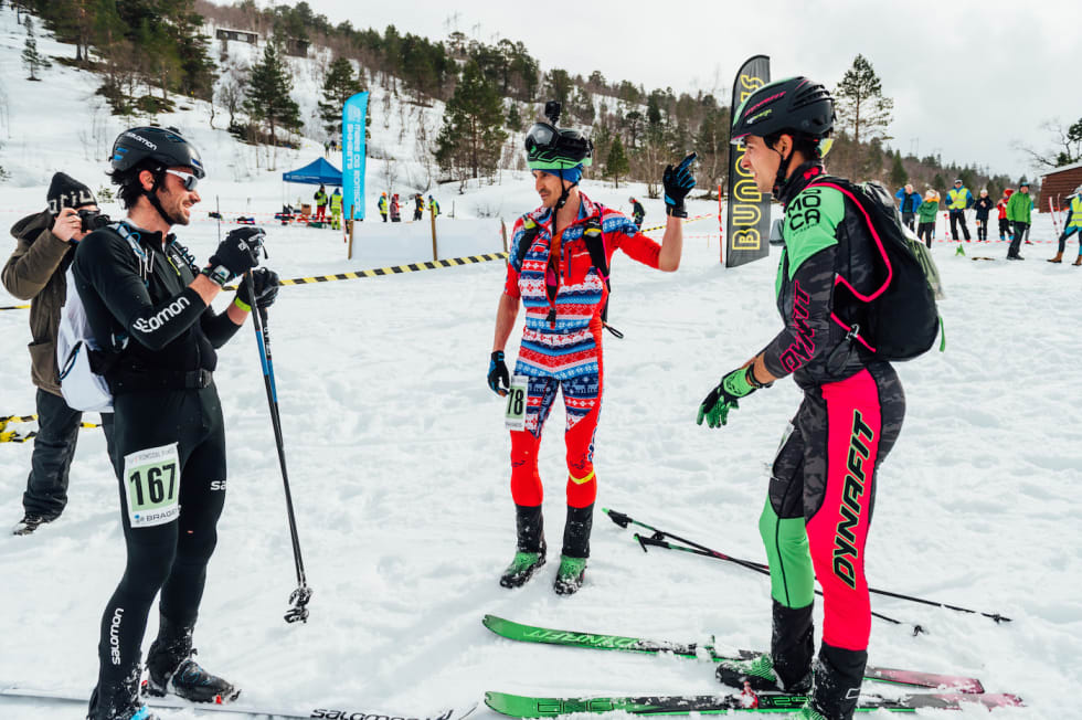Pallen i herreklassen: Kilian Cornet (til venstre) ble nummer tre, bak Lars Erik Skjervheim som tok sitt sjette NM-gull i randonnée, og Oriol Cardona Coll. Foto: Erbi/Dynafit Romsdal Rando