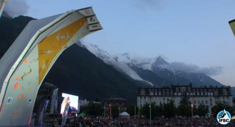 Solen har senket seg før finalen i Chamonix, Frankrike. Foto: Skjermdump/ifsc-climbing.org