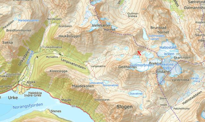 ULYKKESSTEDET: Skredet gikk i fjellsiden nord for Gullmorbreen nordøst for Urke på Sunnmøre.
