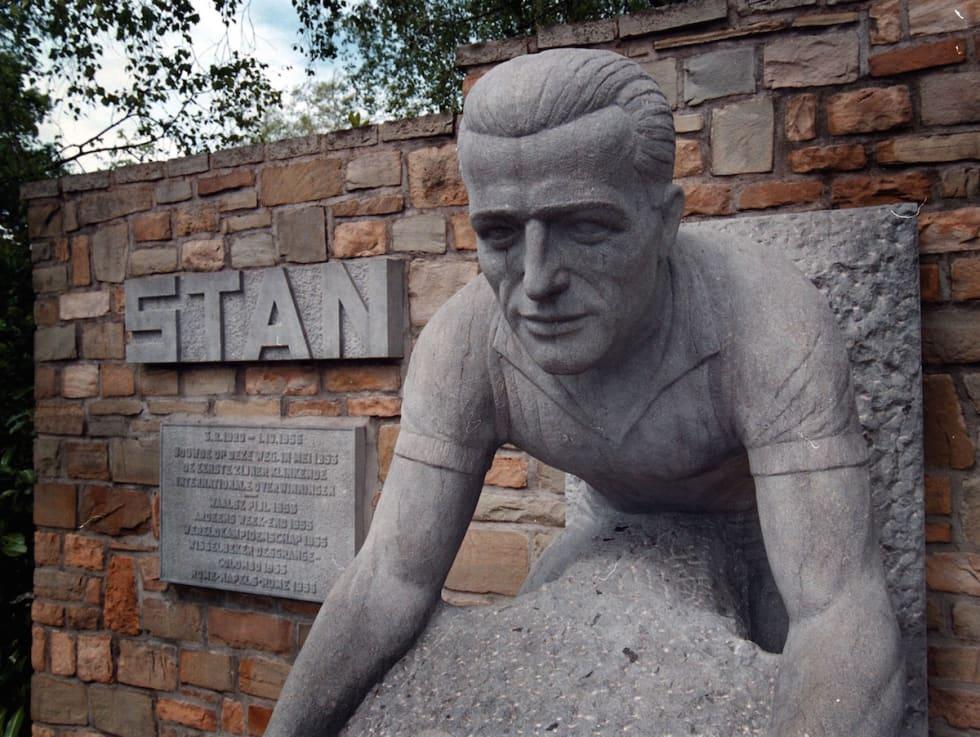 FOREVIGET: Om 100 år er alt glemt. Stan Ockers lurte lagkameraten, sikret seg seier og med tiden også en statue. Foto: Cor Vos.