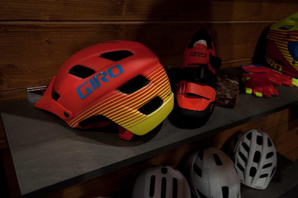 FARGERIK: Giro sti-hjelm Feature kommer med MIPS og i nye farger.