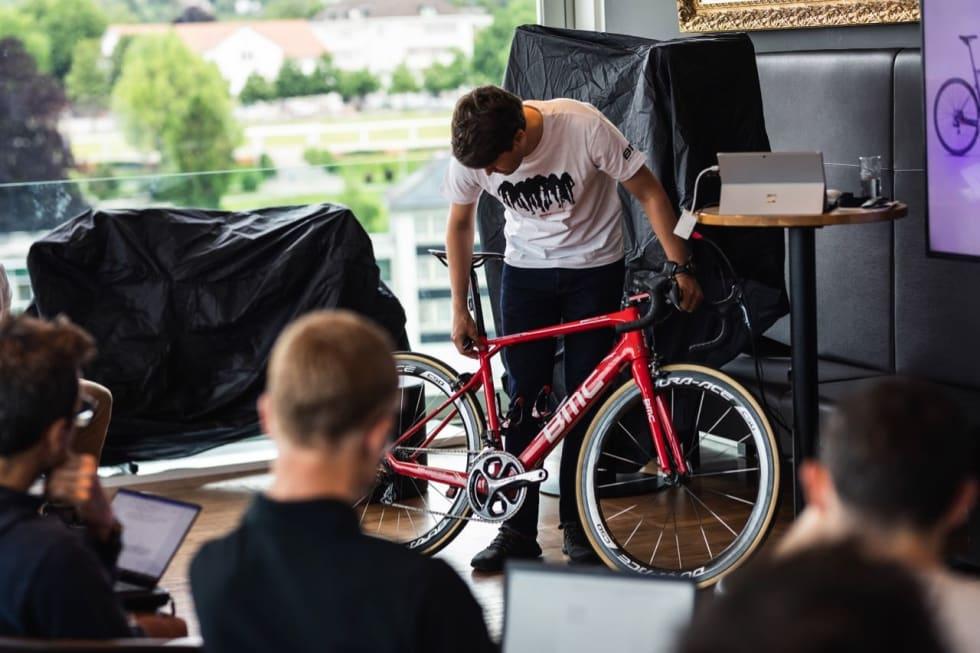 OPPHAVET: BMCs produktsjef Marc Otten og sykkelen GranFondo. HD Pictures © BMC / Jérémie Reuiller