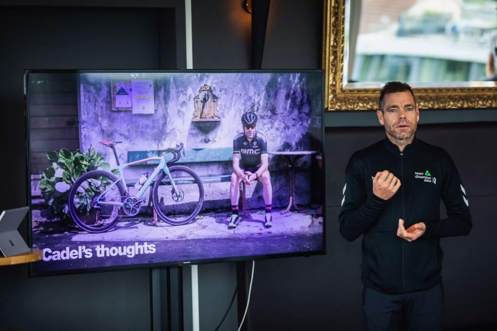 FØRSTE GENERASJON: Cadel Evans avbildet med første generasjon Road Machine. Evans bor i Stabio i Sveits, men er fra Australia. HD Pictures © BMC / Jérémie Reuiller