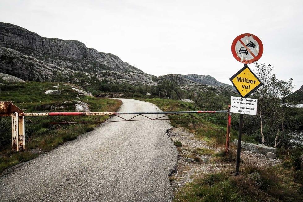 EKSKLUSIV ADGANG: Sau og syklister er velkomne på veien opp mot Skykula.