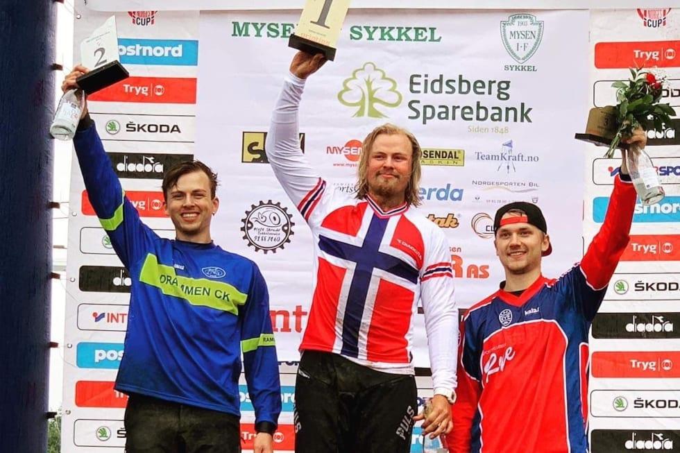 Brage Vestavik vant sitt andre strake NM-gull under dagens regntunge mesterskap i Hafjell. Grunde Kvålseth tok sølv og Simen Smestad tok bronse. Foto: Henki Kvålseth