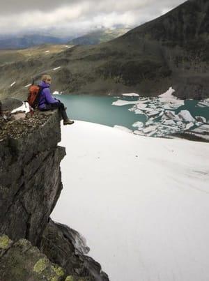 Austanbotntind er en av klassikerne i Hurrungane, og det er mulig å gå på tur til Vestre og Midtre Austanbotntind uten klatreerfaring eller -utstyr.