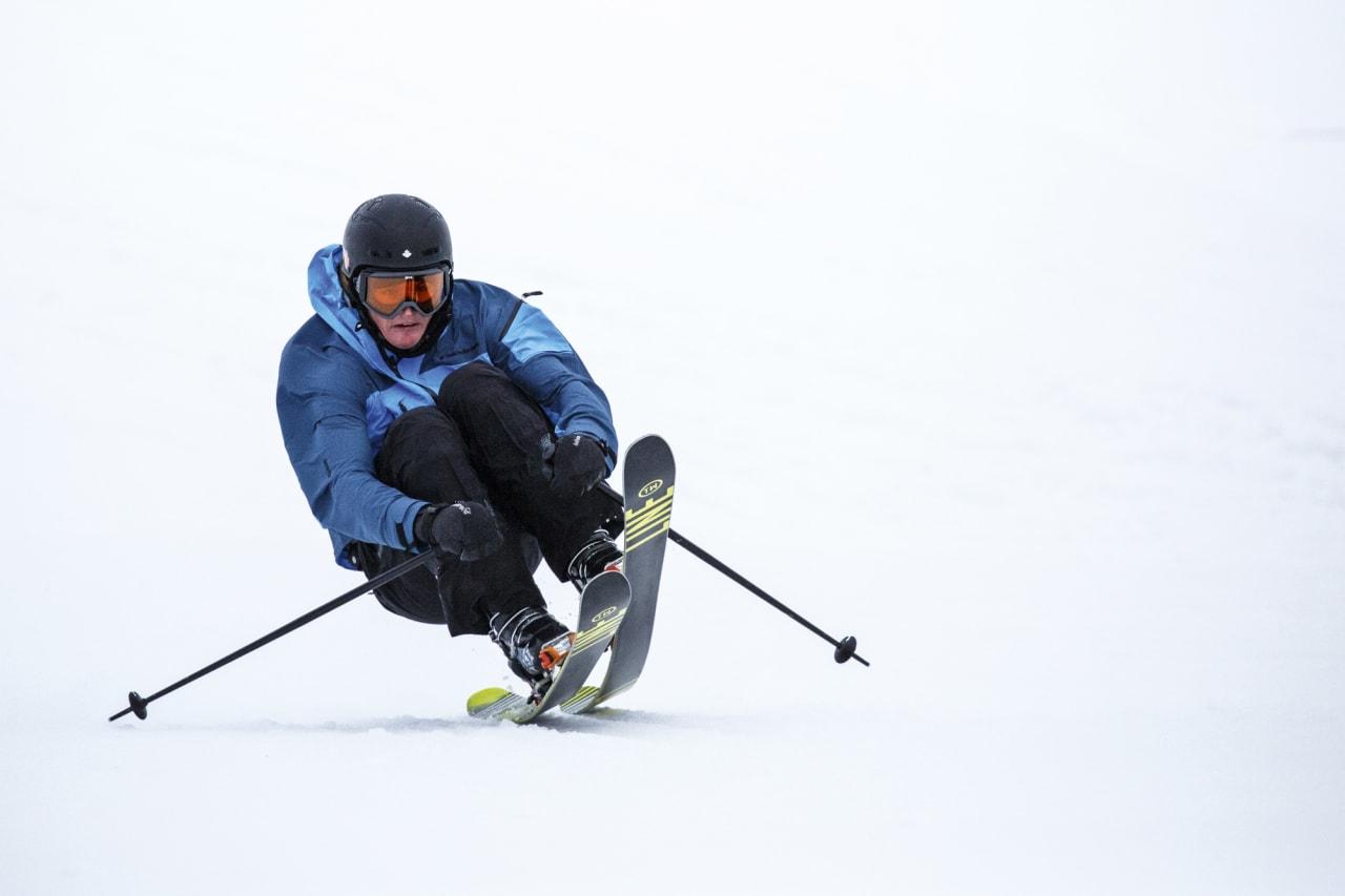 ÅL INN: Robert Ruud tar fart det skia tåler i ovarennet til et av elementene de kjører i editen. Foto: Ralph Kristofer/Alyeska.